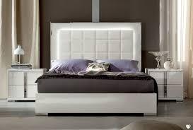 chambre laqué blanc brillant lit laque blanc brillant maison design wiblia com