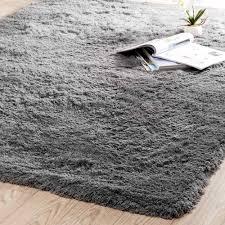 tappeto a pelo lungo tappeto grigio in tessuto a pelo lungo 140 x 200 cm maisons du monde