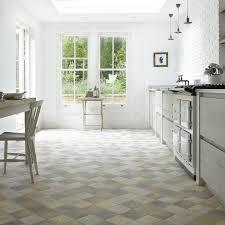 bodenbeläge küche küchenboden fliesen abschließende auf küche mit bodenbelag für 7