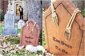 skully tombstones 8 awesome diy tombstones for halloween u2026