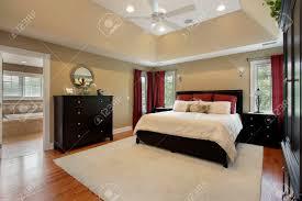 Haus E Hauptschlafzimmer Im Luxus Mit Ansicht In Bad Nach Hause