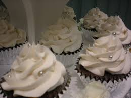 anna u0027s confections silver accented wedding cupcakes