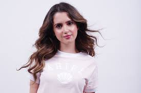 did laura marano really cut her hair laura marano can t wait to host the golden globes red carpet