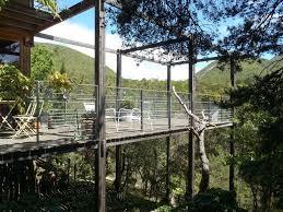 terrasse en bois suspendue maison d u0027archi en bois immergée dans la nature 6 pers lits