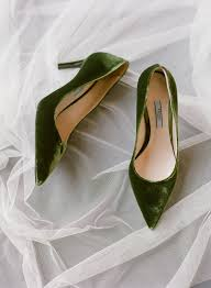 wedding shoes for grass picture of what gorgeous grass green velvet wedding shoes she rocked