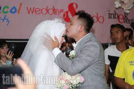 film pengorbanan cinta when a man fall in love netizen sebut pengorbanan cinta vicky prasetyo melebihi film dilan