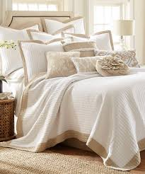 Beige Bedding Sets Adobe Border Quilt Set I Love This White And Beige Bedding Set