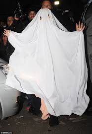 Ghost Costumes Halloween Lady Gaga Wears Table Cloth Head Makeshift Halloween