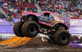 monster truck games videos scarlet bandit monster trucks wiki fandom powered by wikia