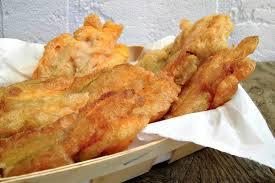fiori di zucca fritti in pastella ricetta dei fiori di zucca ripieni di ricotta e fritti in pastella