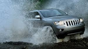 first jeep grand cherokee chrysler releases first tv spot for 2011 jeep grand cherokee
