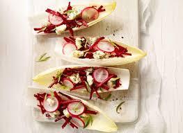 cuisiner les feuilles de betteraves rouges feuilles d endives aux betteraves et au fromage bleu recette