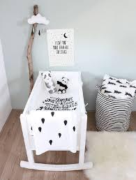 chambre enfant noir et blanc chambre enfant noir et blanc berceau blanc déco minimaliste et