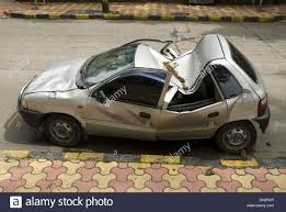 accident maruti zen car at shivaji park dadar mumbai maharashtra