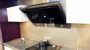pose d une hotte de cuisine hotte de cuisine centrale hotte industrielle cuisine centrale de