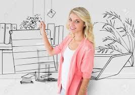 femme nue au bureau composite numérique de femme dessine le plan 3d de nouveau