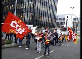 siege credit mutuel a la une presse manifestation devant le siège du crédit mutuel
