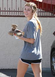 sadie robertson cute dimples celebrities dancing with the stars sadie robertson wears quack pack t shirt