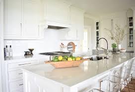 best granite for white dove cabinets nantucket inspired white kitchen design home bunch