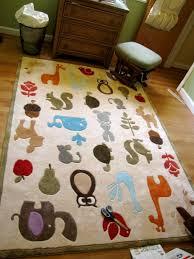 tapis chambre enfant le tapis chambre bébé des couleurs vives et de l imagination