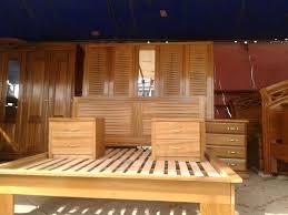 chambre a coucher moderne en bois massif chambre en bois massif avec chambre coucher bois massif free