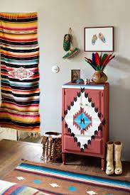 meubles votre maison motif indien peint sur un meuble marie claire