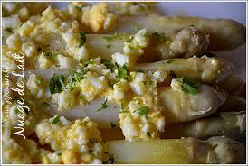 cuisiner les asperges blanches asperges blanches à la flamande nuage de lait