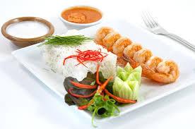 plats de cuisine internationale dans un restaurant photo stock