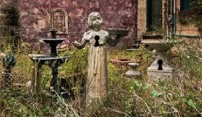 abandoned flower garden escape meena games online