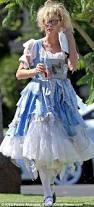 Scary Alice Wonderland Halloween Costume Julie Bowen Films Modern Family Halloween Scene Dressed Alice