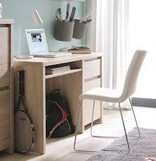 u bureau casper is een modern computerbureau die is voorzien een