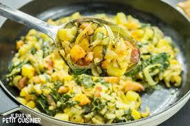 cuisiner blette recette poêlée de blettes pommes de terre et lardons blogs de cuisine