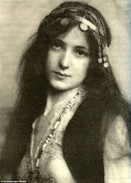 evelyn nesbit born in 1884 was the most sought after u0027it