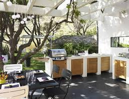 meuble cuisine d été cuisine été extérieure sous tonnelle bois barbecue table cuisson