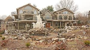absolutely everything is wrong with this indiana house builder