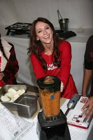 where to eat thanksgiving dinner in los angeles jennifer love hewitt serves thanksgiving dinner at the la mission