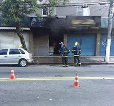 Loja de equipamentos para moto pega fogo e assusta moradores ...