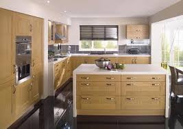 oak kitchen design best 25 oak cabinet kitchen ideas on pinterest