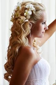 Hochsteckfrisurenen Lange Haare Halb Offen by Schicke Brautfrisur Lange Haare Halboffen Wellen Weiße Blumen