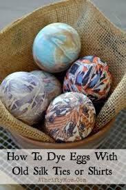 Decorating Easter Eggs With Ties by She Places An Egg On An Ugly Silk Tie The Reason Why This Is