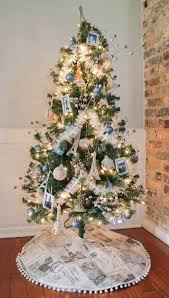 decorate a travel theme tree