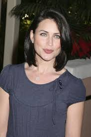 rena sofer hairstyles rena sofer is so striking craveonline