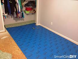 Laying Carpet On Laminate Flooring How To Lay Carpet Padding On Srs Carpet Vidalondon