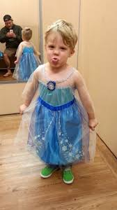 halloween city chesapeake oh little boy dressed in elsa costume goes viral