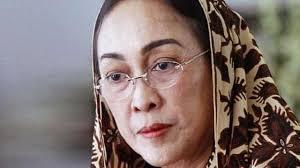 Puisi Sukmawati Sesali Puisi Sukmawati Guntur Anak Sukarno Dididik Sesuai Ajaran