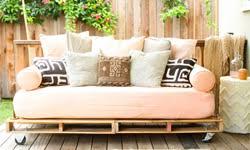 canapé lit futon construire un canapé lit futon avec palettes de boismeuble en