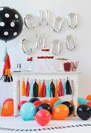 dessert table backdrop 20 balloon décor ideas for a kid s birthday party shelterness