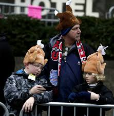 what to wear on thanksgiving day crowds celebrate at macy u0027s thanksgiving day parade news ok