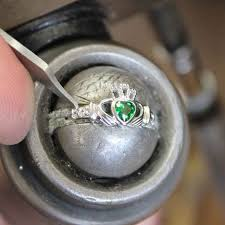 claddagh ring galway the emerald heart claddagh ring usa kilts