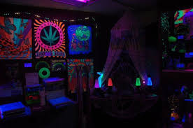 blacklight bedroom black light apartment decor google search my future apartment
